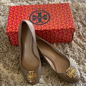 Tory Burch closed Toe wedge